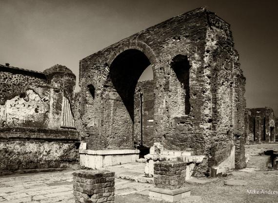 Arch of Nero Caesar Pompeii